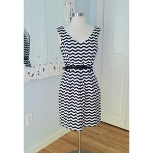 WHBM Chevron Striped Black and White Midi sz 4